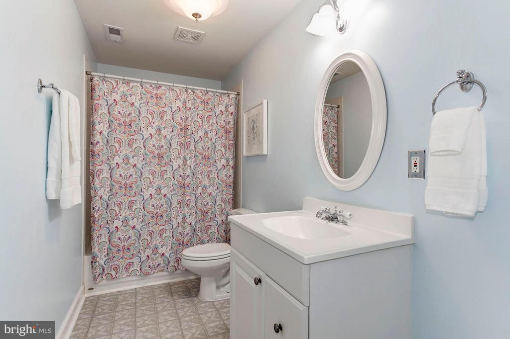 Full Bathroom #3 - Located on Lower Level of Home - 42956 OHARA CT, ASHBURN