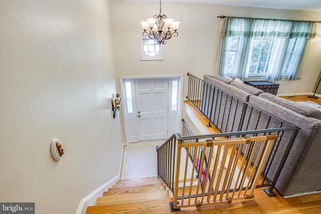 Split foyer with updated lighting - 1037 HARBOUR DR, STAFFORD