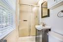Master bathroom - 1037 HARBOUR DR, STAFFORD