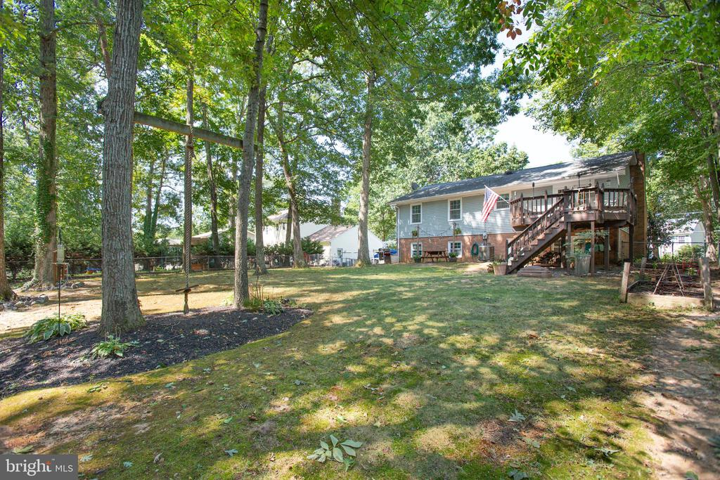 AMAZING large, level back yard - 1037 HARBOUR DR, STAFFORD