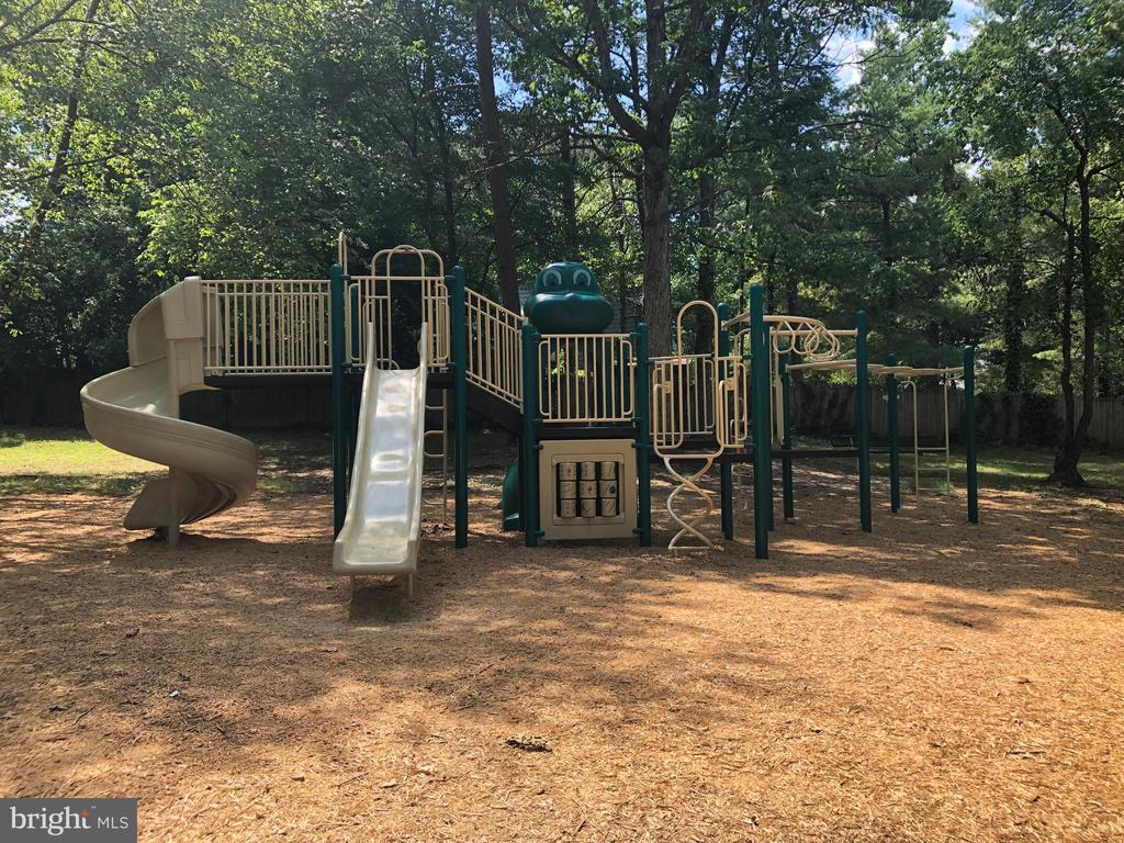 Lots of parks and tot lots to explore - 1037 HARBOUR DR, STAFFORD