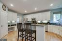 Center island - 43096 BINKLEY CIR, LEESBURG