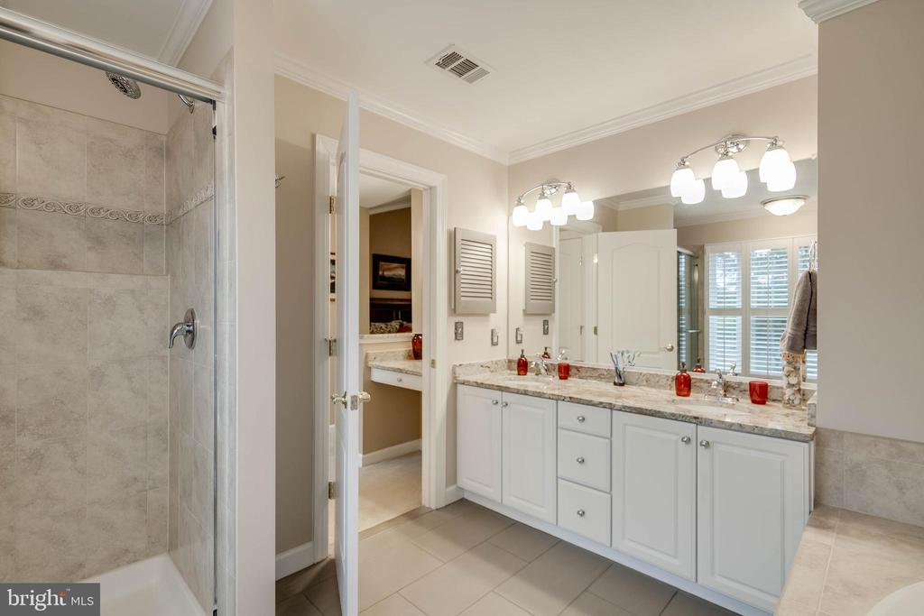 Dual sinks - 43096 BINKLEY CIR, LEESBURG
