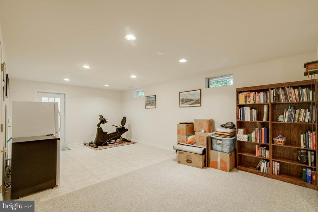 Basement rec room - 43096 BINKLEY CIR, LEESBURG