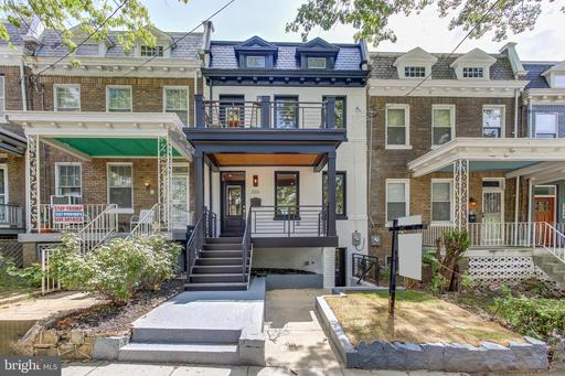 320 TAYLOR ST NW