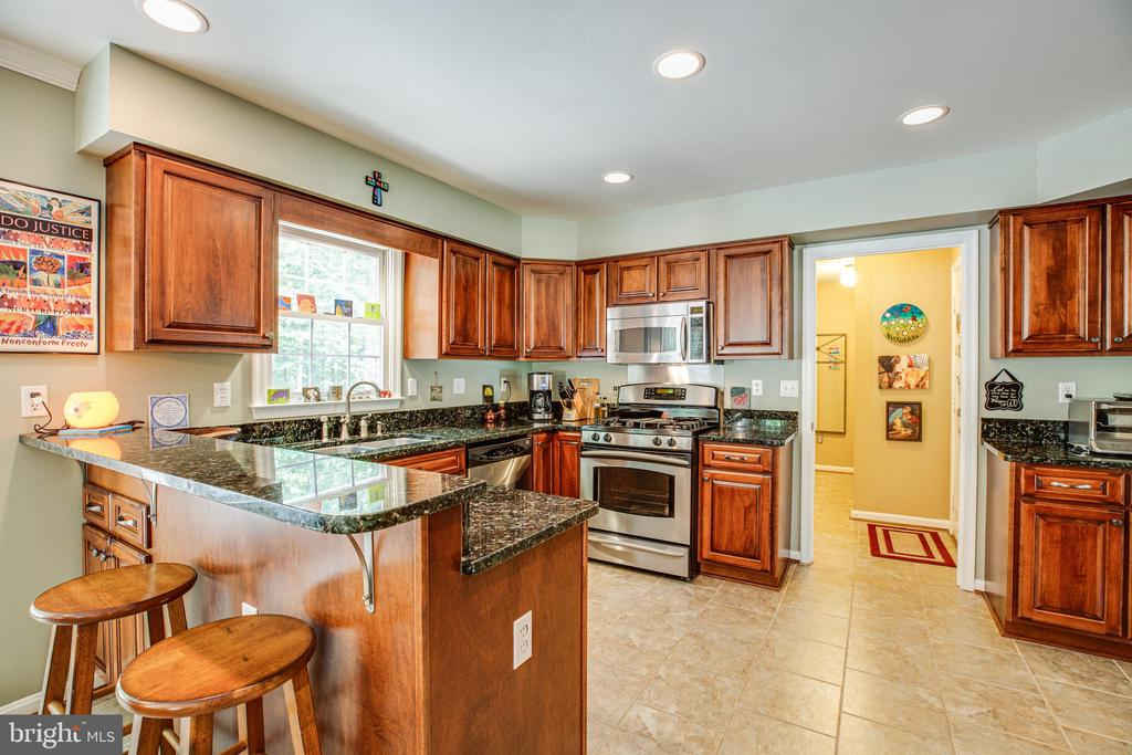 Gorgeous kitchen with granite and stainless steel! - 11911 KINGSWOOD BLVD, FREDERICKSBURG