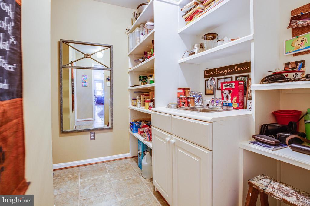 Large pantry off kitchen - 11911 KINGSWOOD BLVD, FREDERICKSBURG