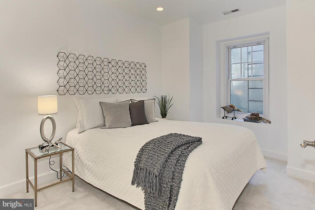 Oversized Bedroom #4- Recessed Lighting and CF - 23008 WHITE IBIS DR, BRAMBLETON