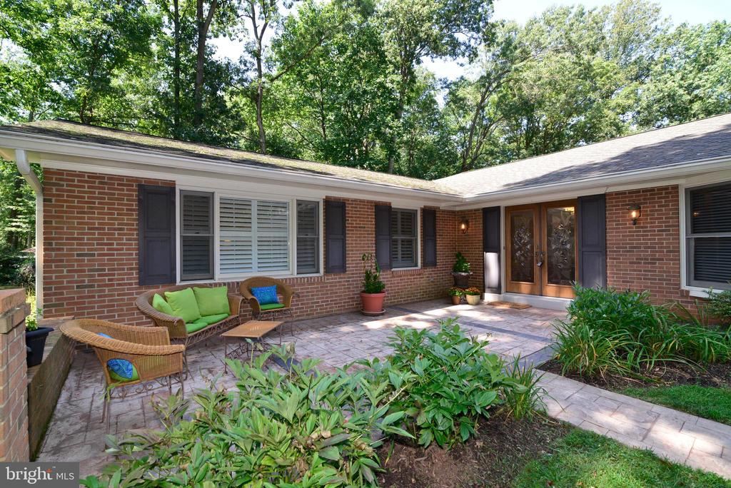 Front Patio perfect for morning coffee! - 1700 BESLEY RD, VIENNA