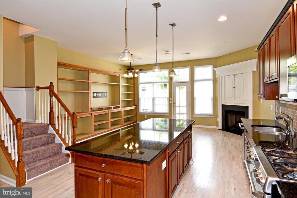 Updated flooring - 42814 CEDAR HEDGE ST, CHANTILLY