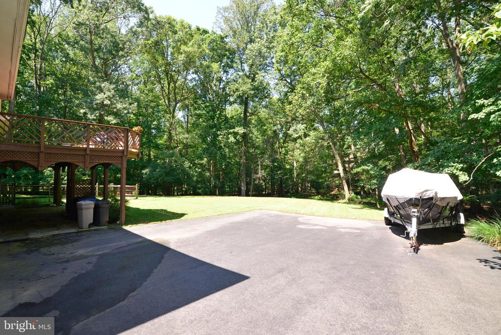 Extended driveway w/ extra parking - 1700 BESLEY RD, VIENNA