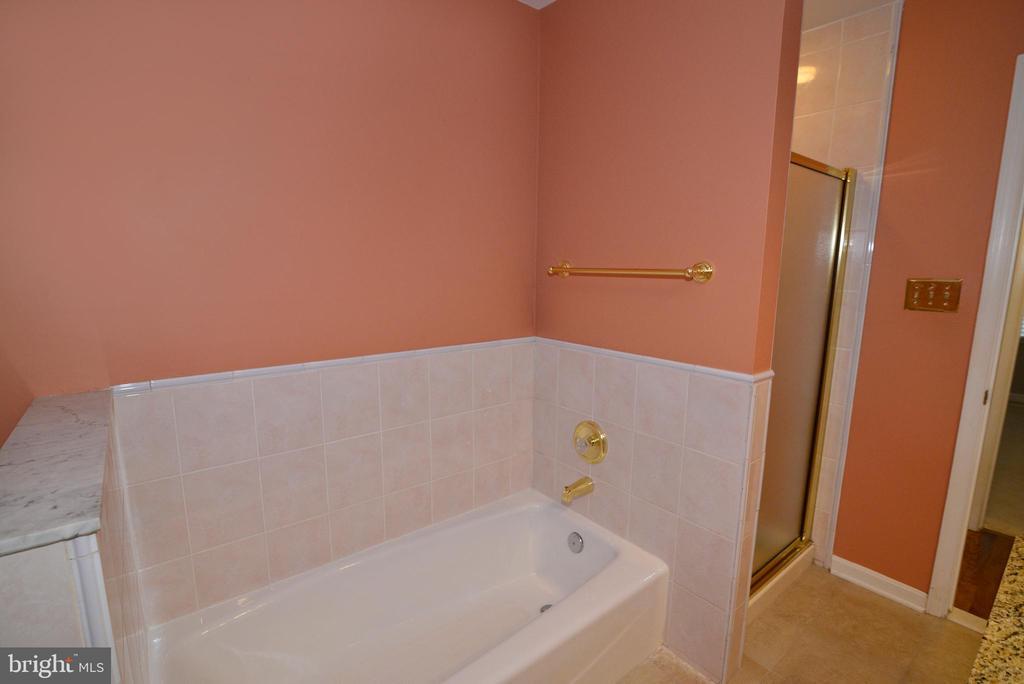 Hall Bathroom - 1700 BESLEY RD, VIENNA