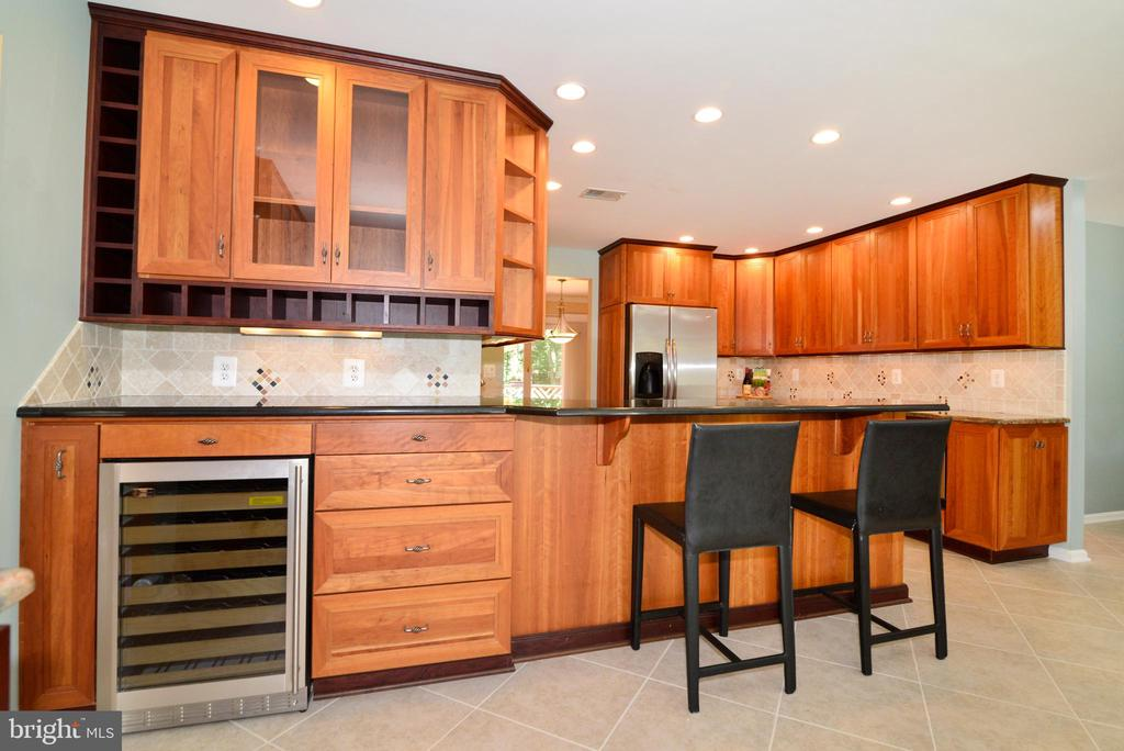 Gorgeous Kitchen spacious and updated - 1700 BESLEY RD, VIENNA