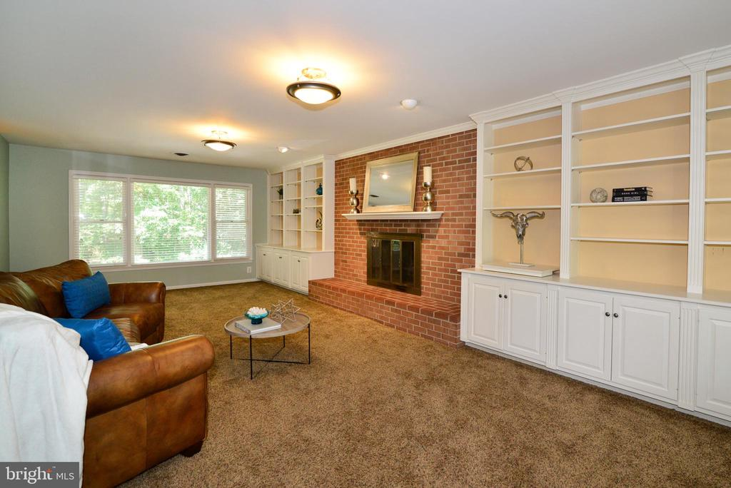 Loads of Built-ins - 1700 BESLEY RD, VIENNA