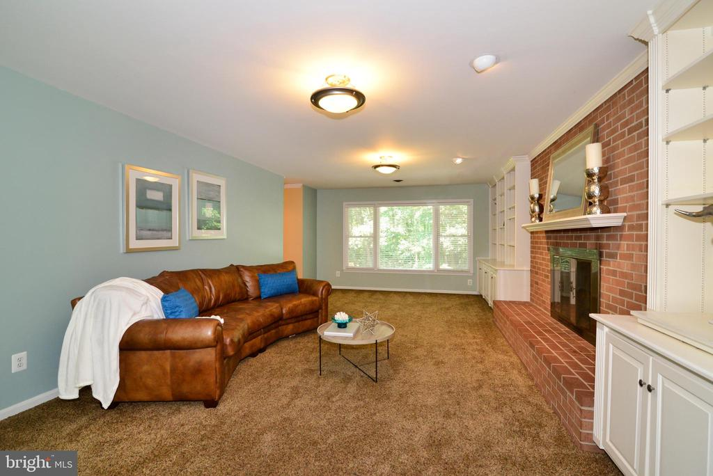 Spacious Family Room - 1700 BESLEY RD, VIENNA