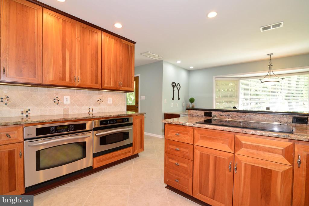 Kitchen with great counter space and cabinets - 1700 BESLEY RD, VIENNA