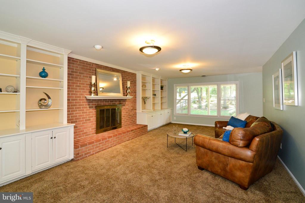 Family Room w/ fire place - 1700 BESLEY RD, VIENNA
