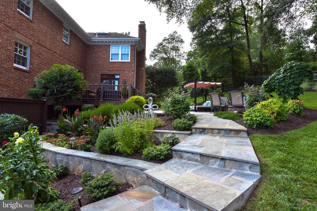 Terraced flagstone garden and walkway. - 1904 BELLE HAVEN RD, ALEXANDRIA