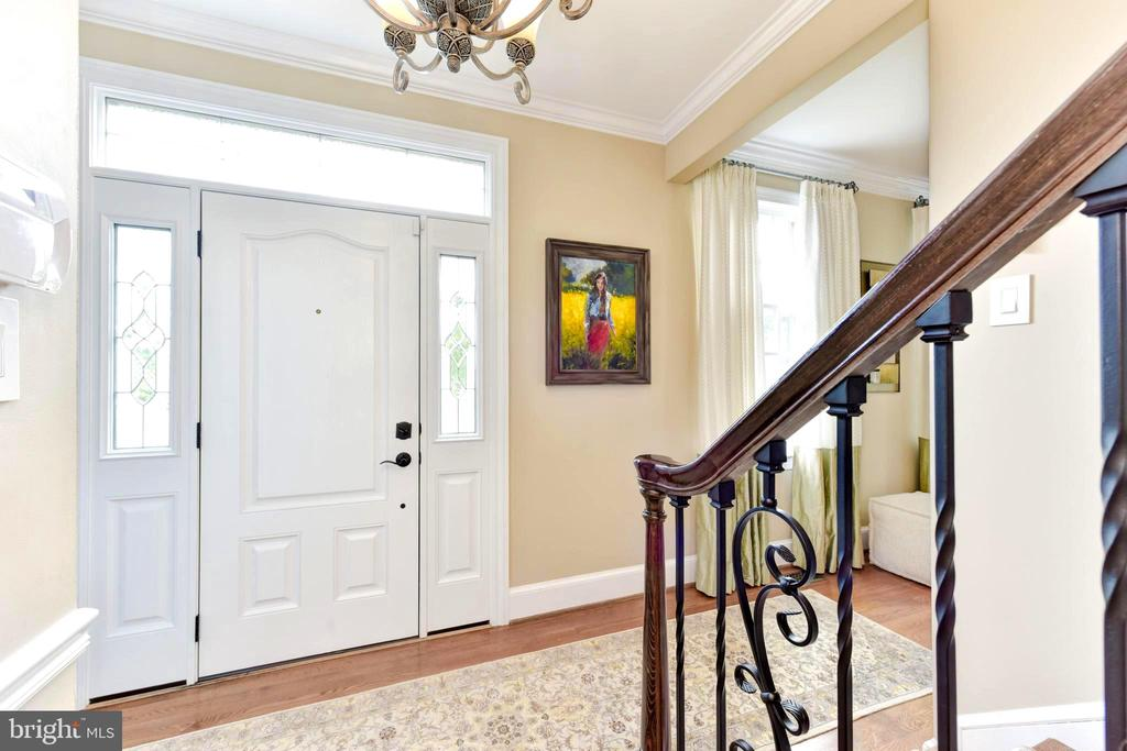 New front door with transom and glass side panels. - 1904 BELLE HAVEN RD, ALEXANDRIA
