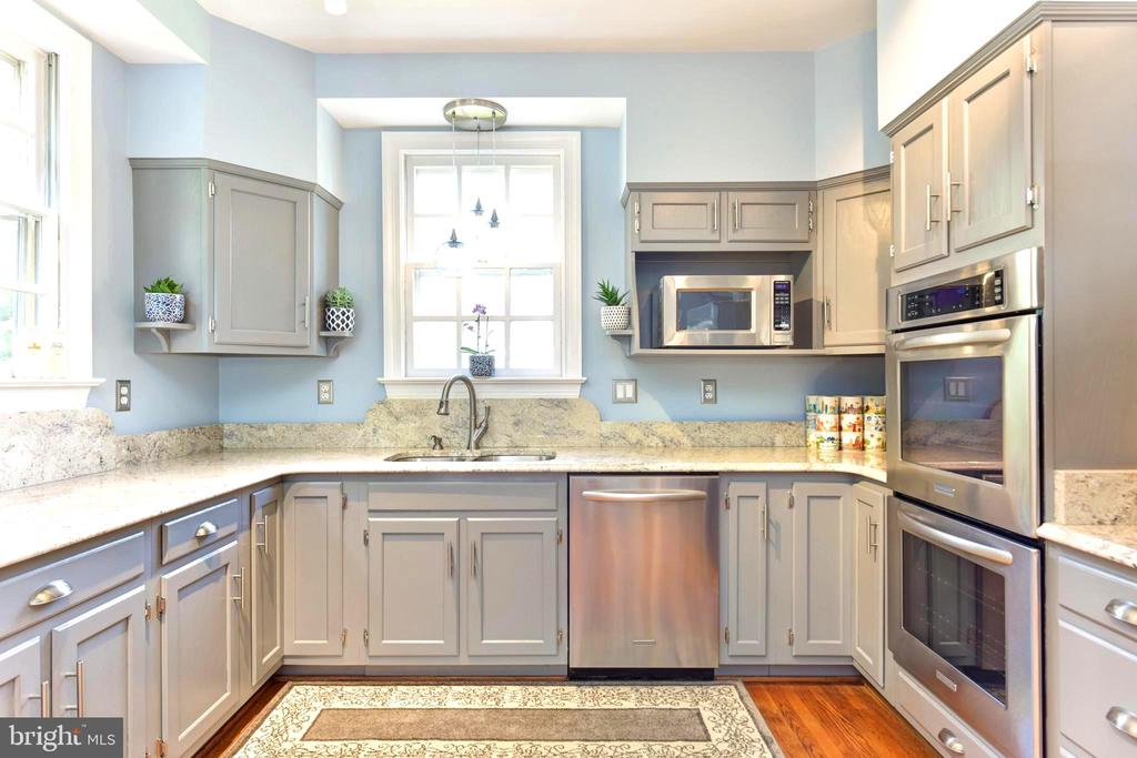 Stainless appliances and bright windows in kitchen - 1904 BELLE HAVEN RD, ALEXANDRIA