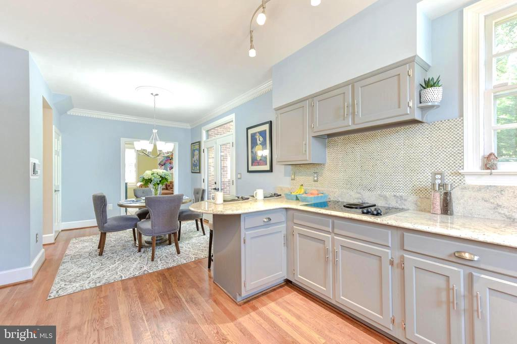 Kitchen opens to breakfast area and family room. - 1904 BELLE HAVEN RD, ALEXANDRIA