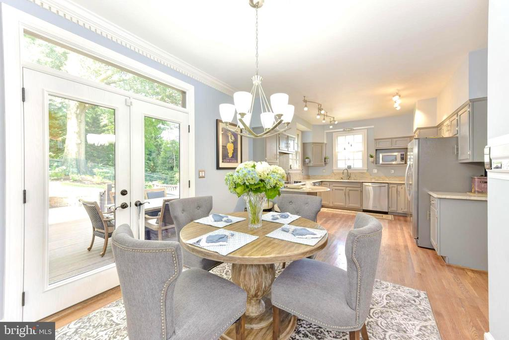 Breakfast area opens to back deck, patio and yard. - 1904 BELLE HAVEN RD, ALEXANDRIA