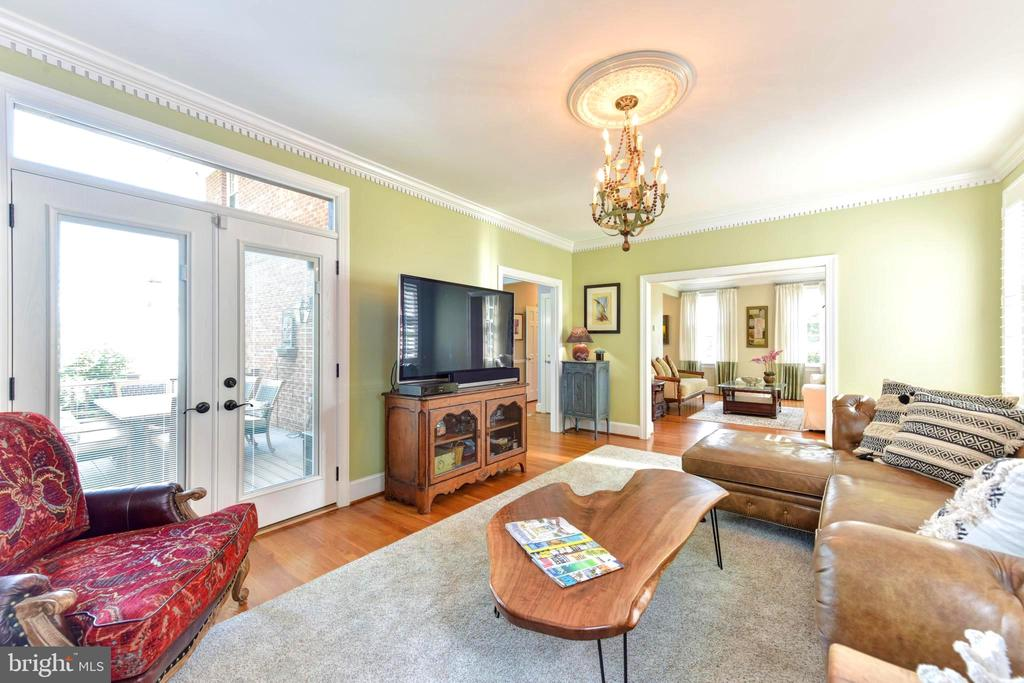 Family room also opens to deck, patio & back yard. - 1904 BELLE HAVEN RD, ALEXANDRIA