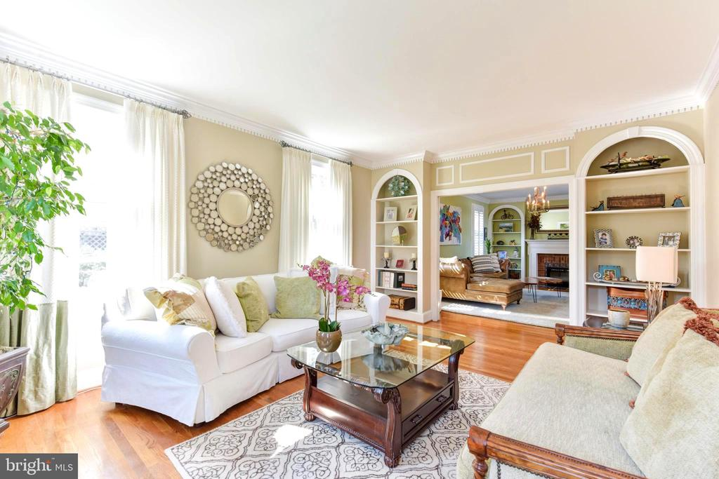 Large windows compliment living room. - 1904 BELLE HAVEN RD, ALEXANDRIA