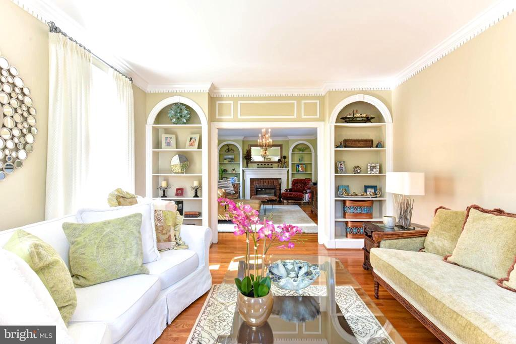 Matching arched bookcases in living &family rooms. - 1904 BELLE HAVEN RD, ALEXANDRIA