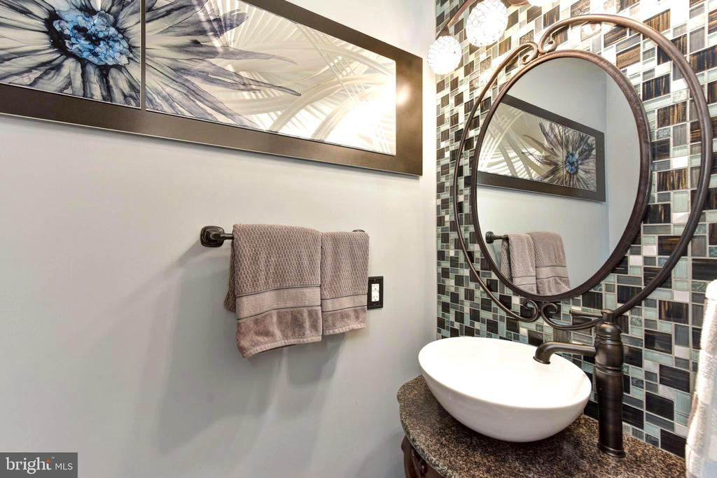 First floor power room with glass tile wall. - 1904 BELLE HAVEN RD, ALEXANDRIA