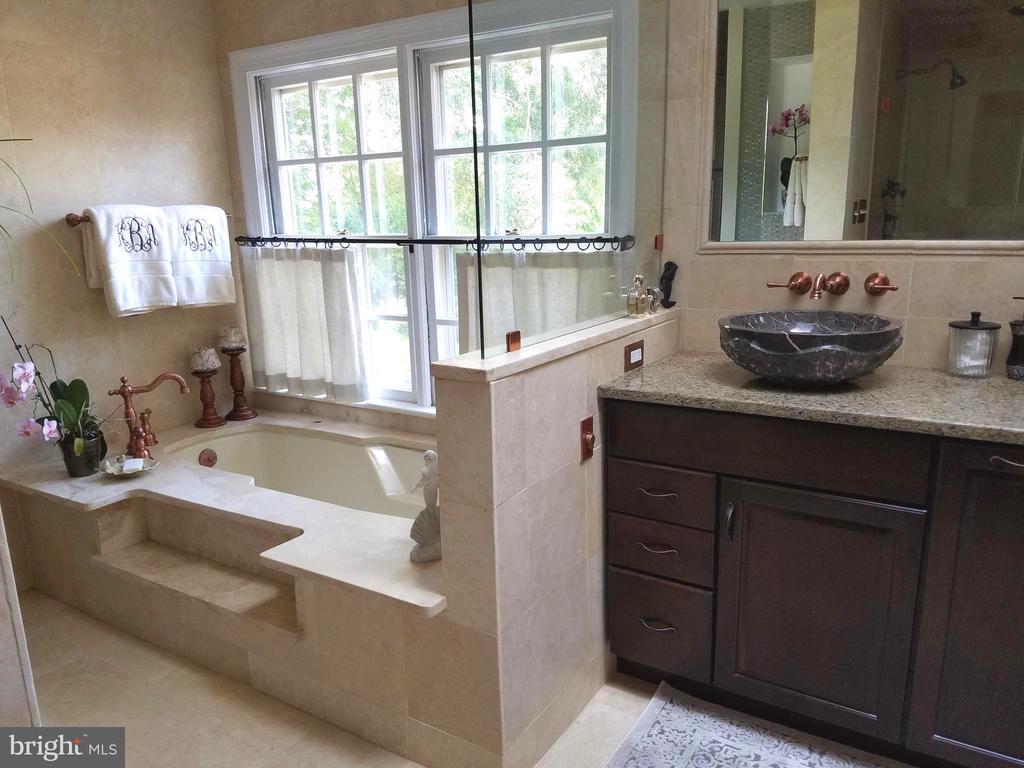 Sunken jetting tub in marble master bathroom. - 1904 BELLE HAVEN RD, ALEXANDRIA
