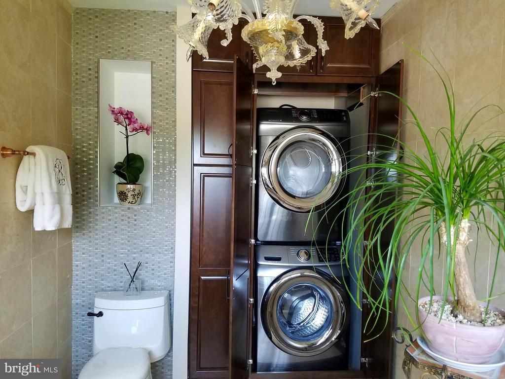 Second laundry center in Master Bathroom. - 1904 BELLE HAVEN RD, ALEXANDRIA
