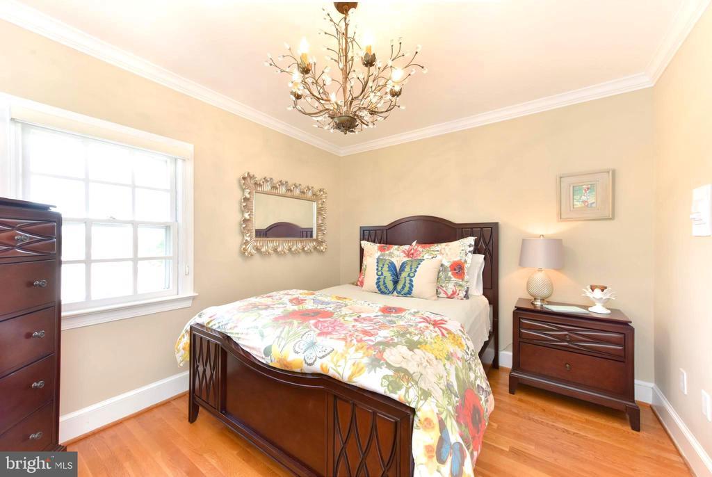 Bedroom two has wood floors, crown molding. - 1904 BELLE HAVEN RD, ALEXANDRIA