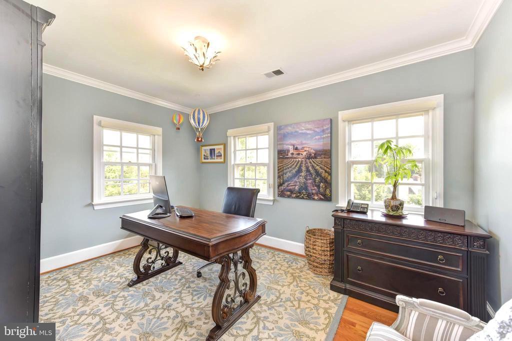 Third Bedroom,3 windows & views of National Harbor - 1904 BELLE HAVEN RD, ALEXANDRIA
