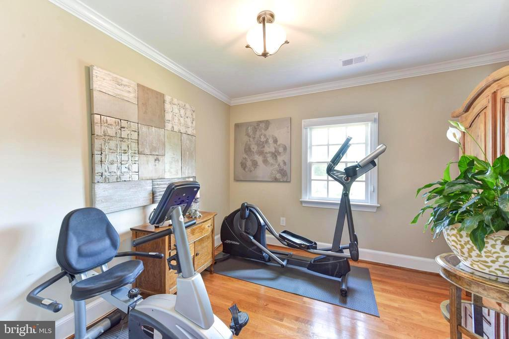 Fourth bedroom set up as home gym. - 1904 BELLE HAVEN RD, ALEXANDRIA