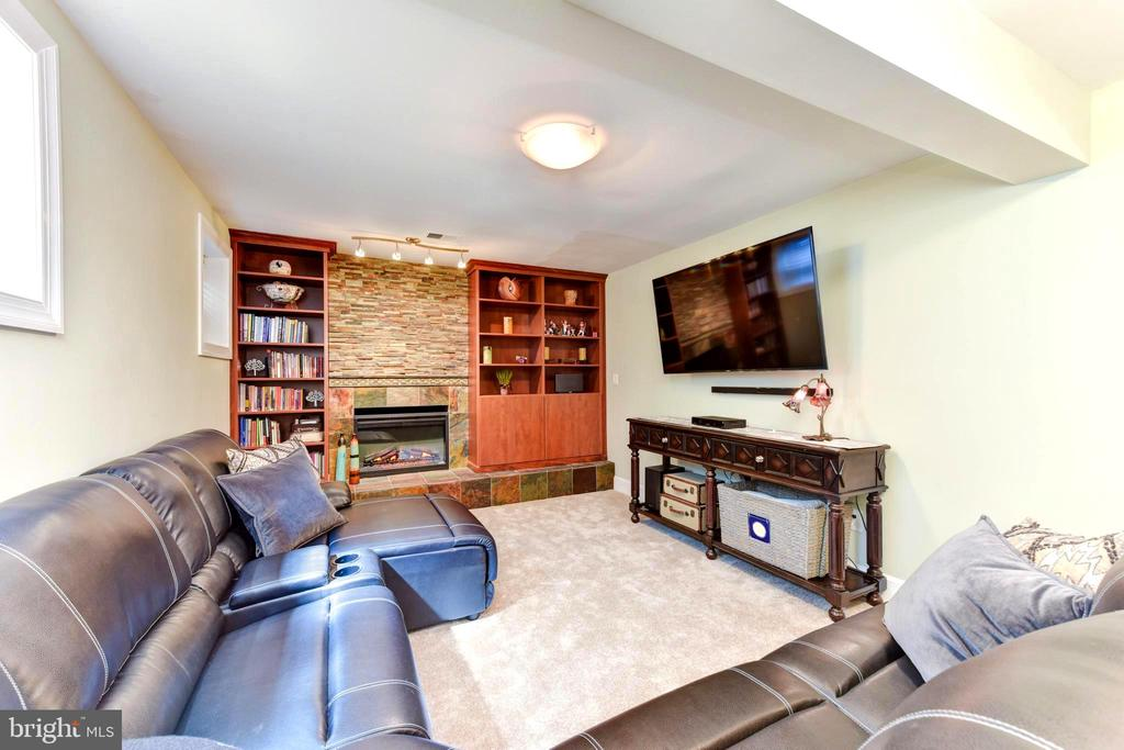 LL rec room has fireplace, built-in bookcases. - 1904 BELLE HAVEN RD, ALEXANDRIA