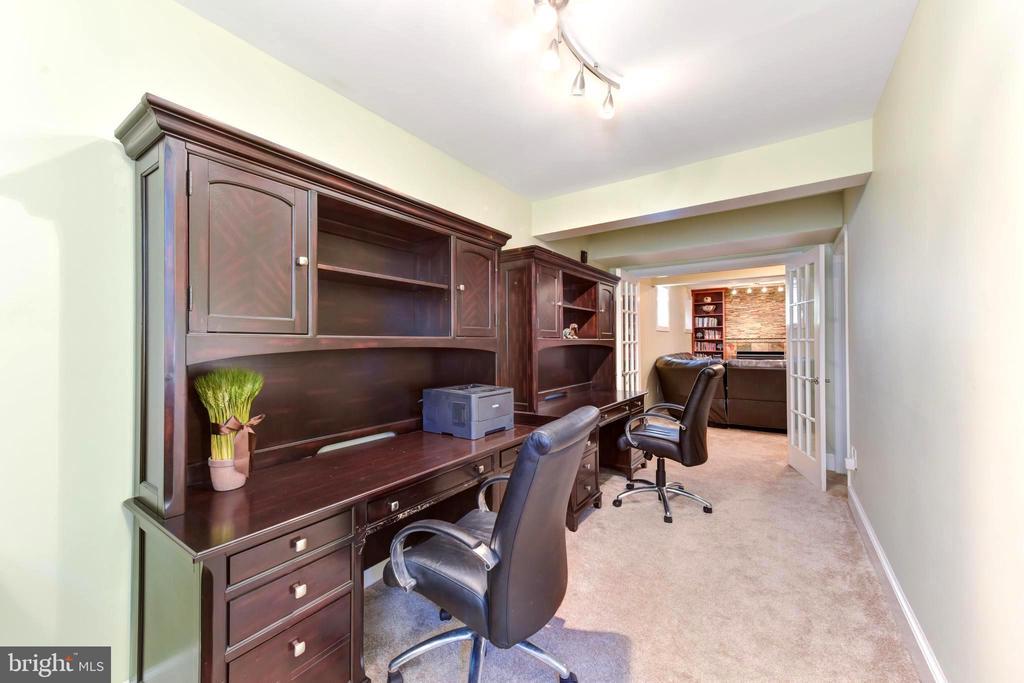 Office/homework furniture conveys. - 1904 BELLE HAVEN RD, ALEXANDRIA