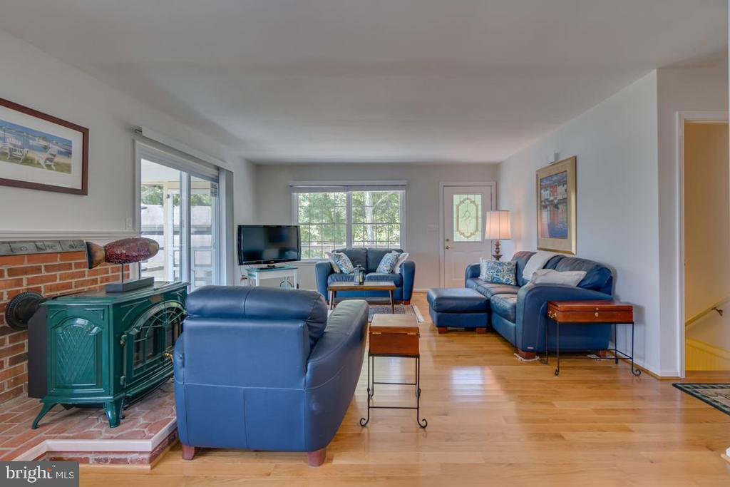 Living Room - 102 RAMSAY RD, LOCUST GROVE
