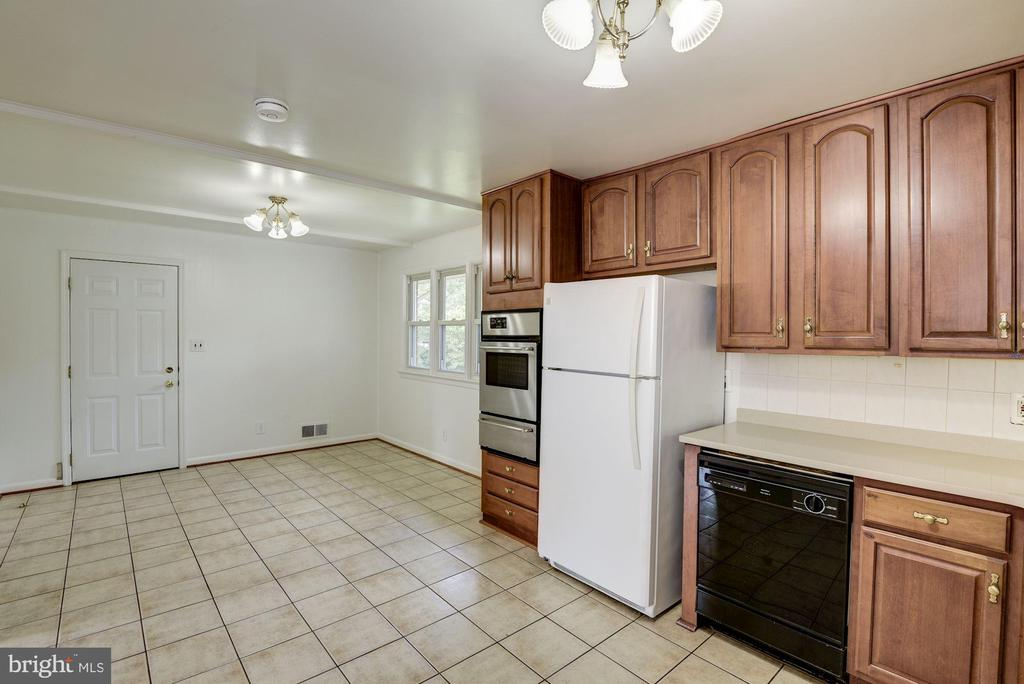 Large Kitchen Area with Eat-In Table Space - 11901 ENID DR, ROCKVILLE
