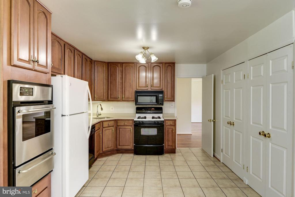 Kitchen with new Counter Top and Sink - 11901 ENID DR, ROCKVILLE
