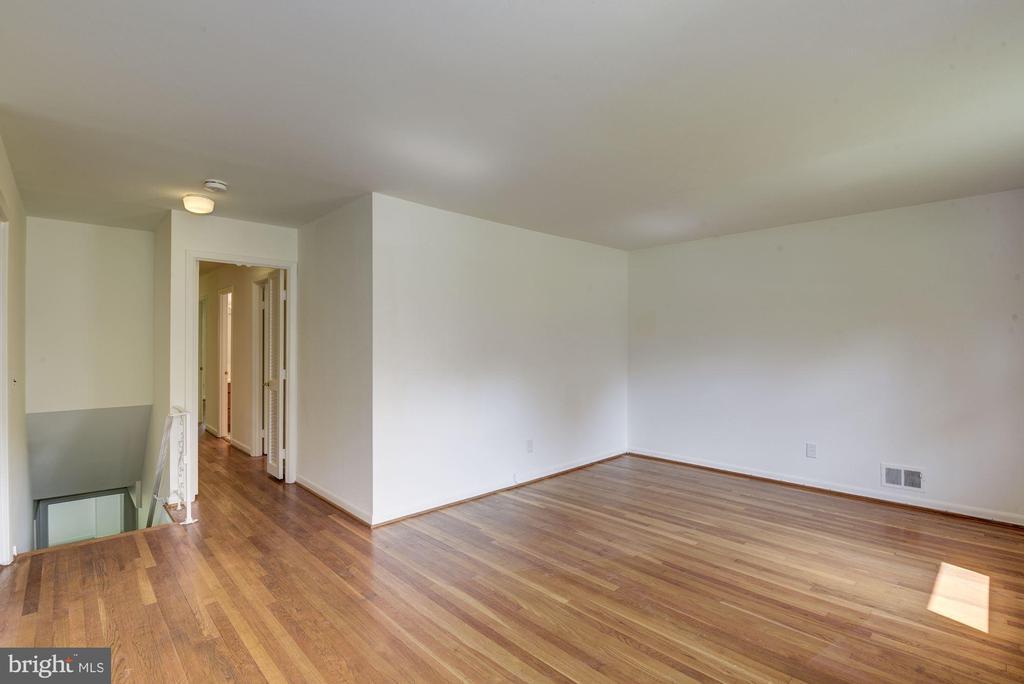Living Room Photo #2 - 11901 ENID DR, ROCKVILLE