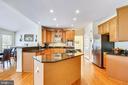Fabulous Kitchen #youwillloveit - 17262 NORTHWOODS PL, HAMILTON