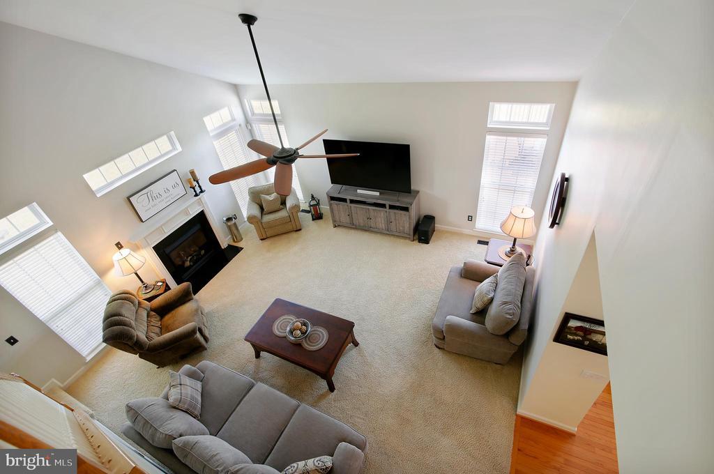 Family Room - 17262 NORTHWOODS PL, HAMILTON
