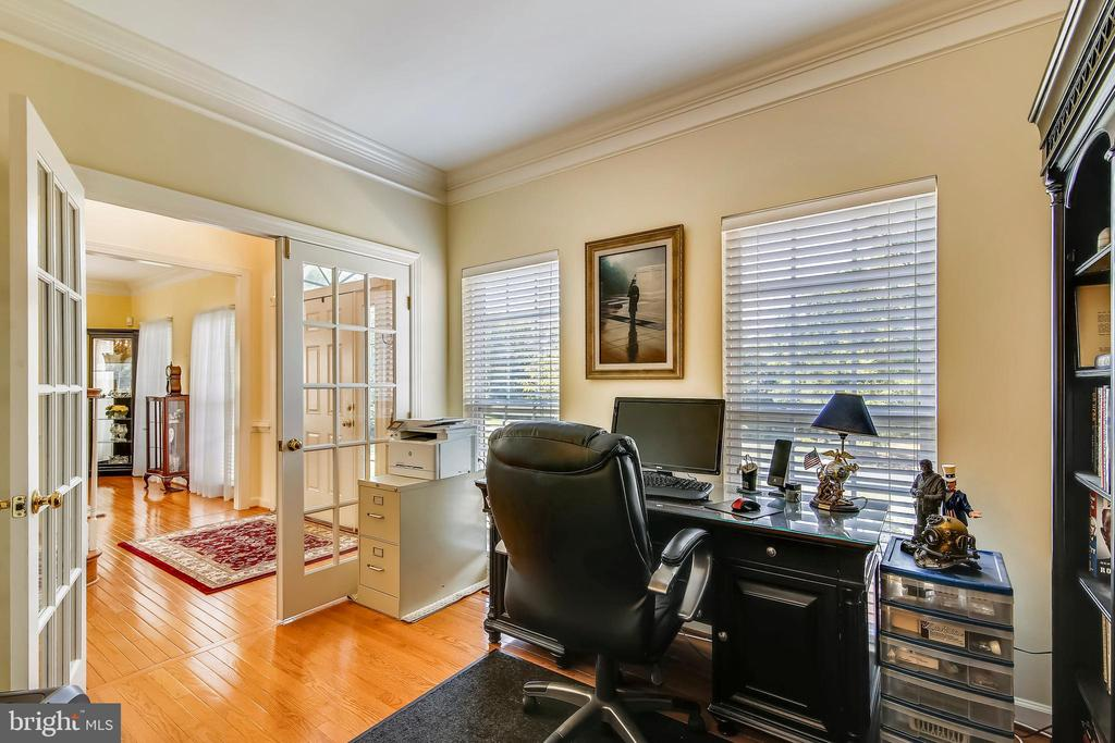 Use as an Office or Library - 17262 NORTHWOODS PL, HAMILTON