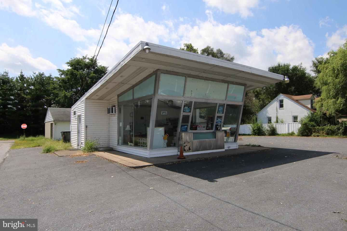 Retail for Sale at Highspire, Pennsylvania 17034 United States