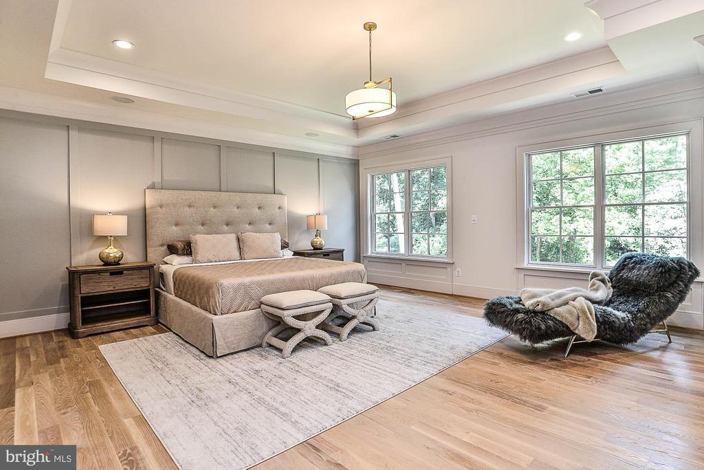 Spacious Master Suite w/ Tray Ceiling - 7004 ARBOR LN, MCLEAN