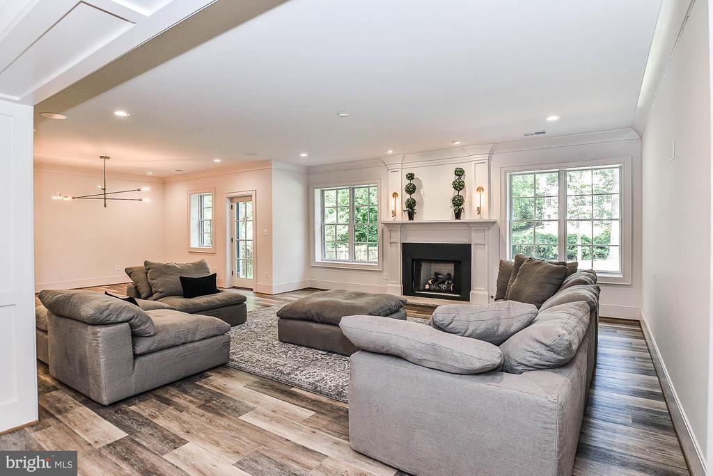 Sunlit Lower Level w/ Fireplace & Recessed Lights - 7004 ARBOR LN, MCLEAN