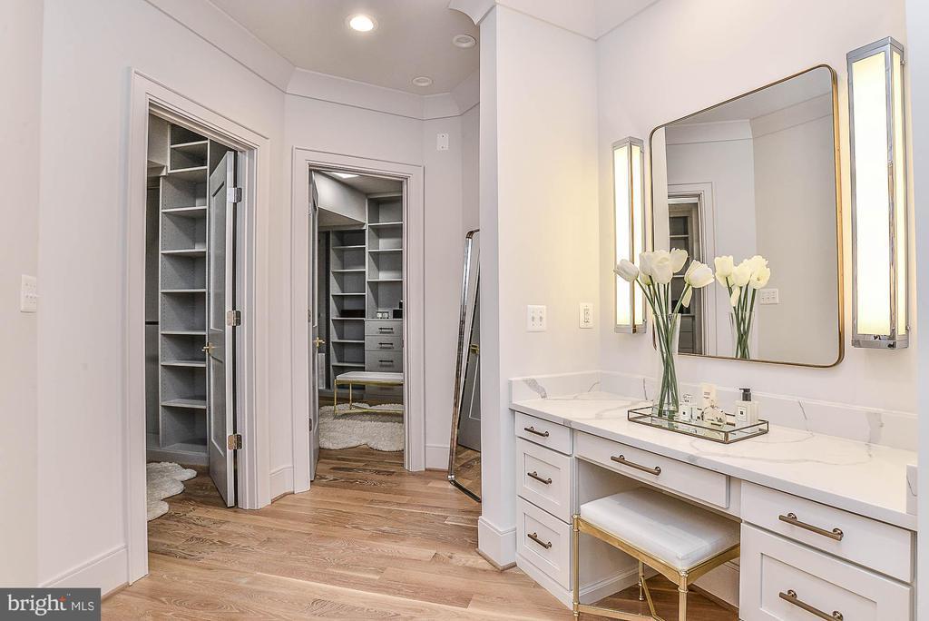 Quartz Dressing Vanity & Two Walk-in Closets - 7004 ARBOR LN, MCLEAN