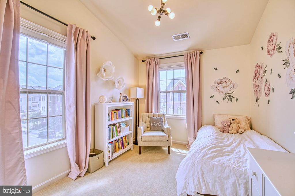 Darling Second Bedroom - 22478 CAMBRIDGEPORT SQ, ASHBURN