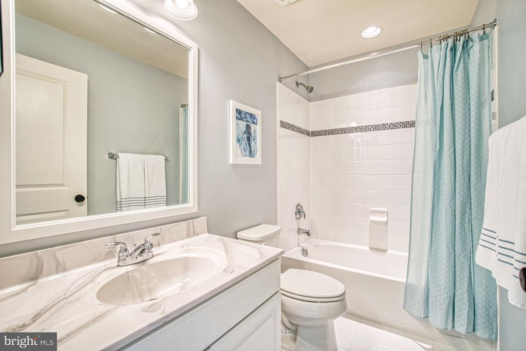 Second Full Bath - 22478 CAMBRIDGEPORT SQ, ASHBURN
